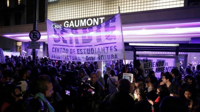 La manifestación fue convocada por el autodenominado grupo Asamblea Permanente en Defensa del Cine Argentino como protesta ante el despido de Cacetta