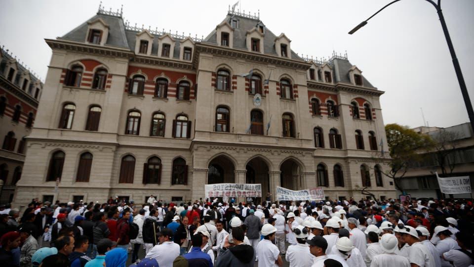 Empresarios y trabajadores de la industria frigorífica se movilizaron hoy frente al Ministerio de Agroindustria. Foto: LA NACION / Emiliano Lasalvia