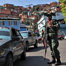 Las milicias bolivarianas, creadas por Chávez, vigilan Caracas