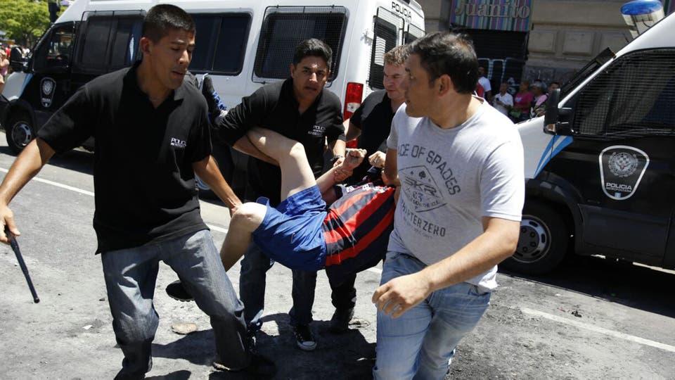 Desalojo de manteros en Once. Hay detenidos. Foto: LA NACION / Emiliano Lasalvia