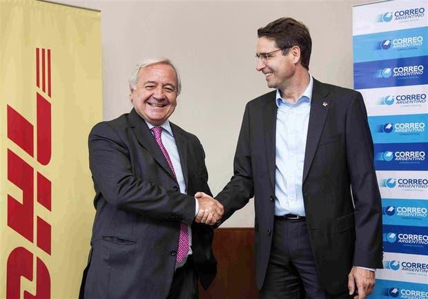 Irigoin y Thomas Baldry, vicepresidente internacional de Deutsche Post DHL Group, al anunciar la asociación