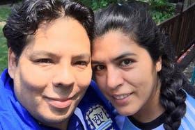 Claudio y Laura, antes de ir hacia el estadio