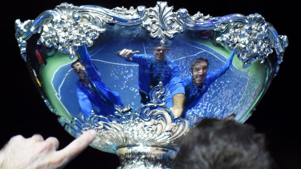 Por primera vez en la historia Argentina logra ganar la Copa Davis, después de cuatro finales plenas de frustración llegó el momento de festejar. Foto: AFP