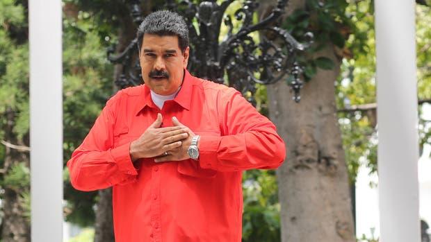"""Nicolás Maduro aplaude y se mueve al ritmo de """"Despacito"""" en versión chavista"""
