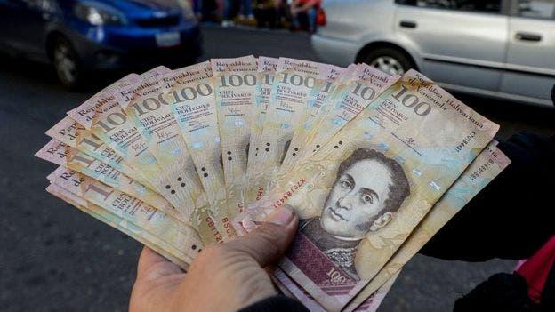 La inflación debilita el bolívar, lo que dificulta aún más el pago de los bonos, ya que están emitidos en dólares