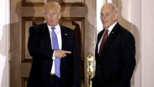 Trump, junto al designado secretario de Seguridad Interior, John Kelly
