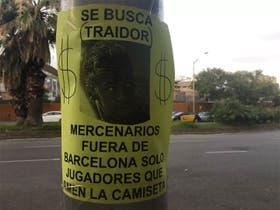 Carteles contra Neymar cerca del Camp Nou