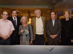 Tumini, Alfonsín, Sarlo, Pino, Giustiniani y Stolbizer se reunieron ayer en Capital para debatir el futuro del FAU