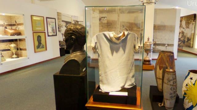 La camiseta de Obidulio Varela y su busto