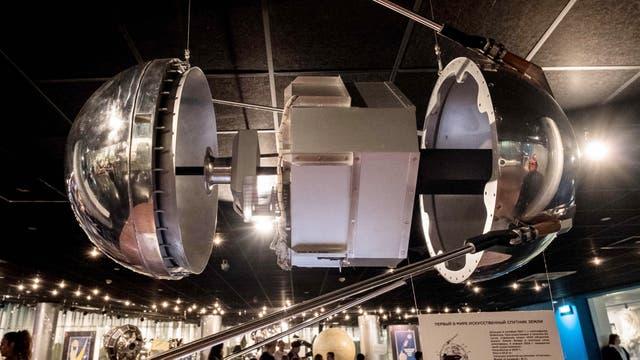 Una replica del satélite Sputnik en el Museo Memorial de Exploración Espacial, Moscú