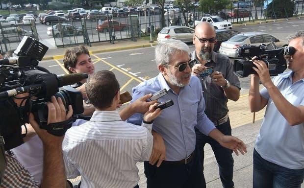 Aníbal Fernández, ayer, al llegar a Comodoro Py para declarar por el caso López
