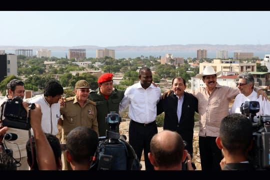 En Venezuela con líderes de la región, en abril de 2009. Evo Morales, Raúl Castro, Daniel Ortega, Manuel Zelaya, Fernando Lugo, entre otros.. Foto: Archivo