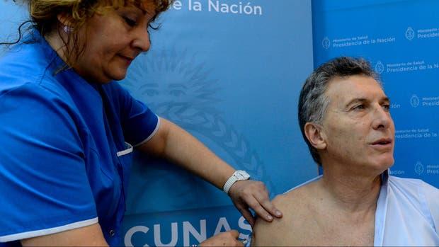 Macri, en abril, cuando se aplicó la vacuna antigripal