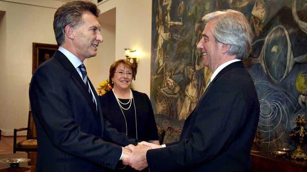 Macri saludó a Vázquez, quien visitaba a Bachelet en Santiago de Chile