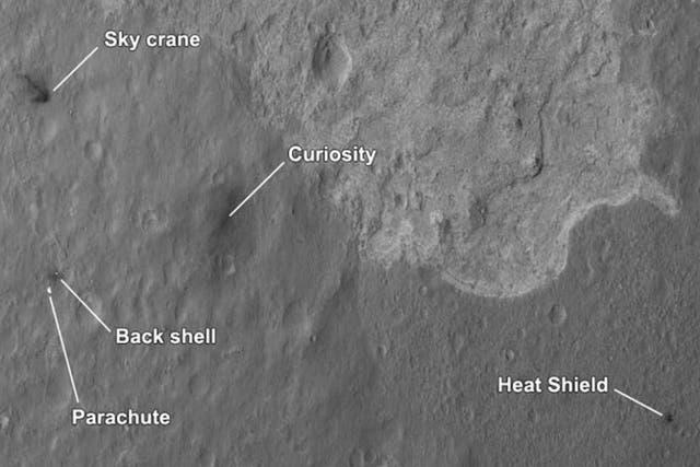El satélite MRO logró fotografiar las partes diseminadas en la superficie marciana que permitieron el descenso de Curiosity