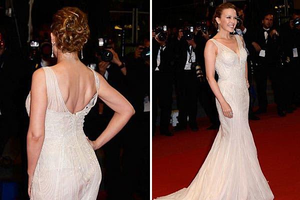 Kylie Minogue, con un vestido con corte sirena y parte de la espalda descubierta. Foto: Celebritieswonder.net