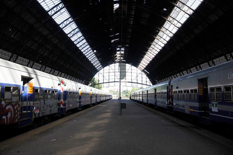 Le estación del tren Roca en La Plata, sin actividad. Foto: LA NACION / Fernando Massobrio