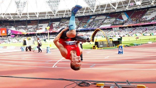 Daniel Wagner, ganador de salto en largo, festejó con salto acrobático
