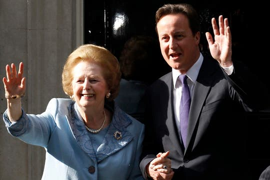 El 8 de junio de 2010 posa para los fotógrafos junto a David Cameron. Foto: Archivo