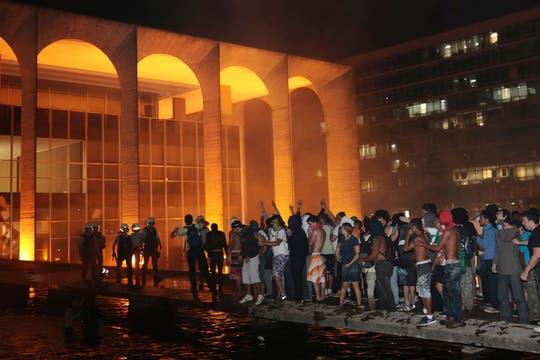 Una multitud se agolpó frente al Palacio de Itamaraty, en Brasilia.