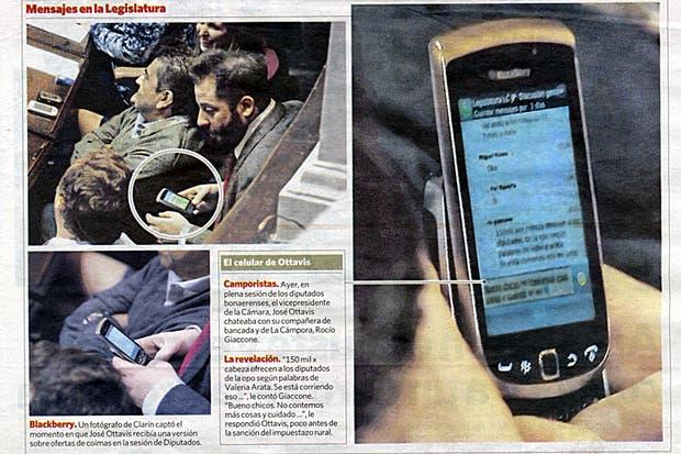 En las páginas de Clarin se muestra el momento en que Ottavis está escribiendo el mensaje, como así también un zoom de la pantalla de su celular