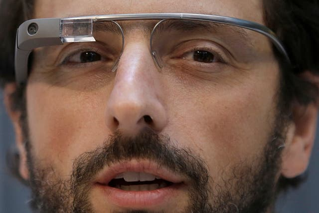 Sergey Brin con sus anteojos Google Glass en febrero de este año
