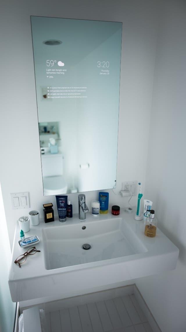 Un espejo inteligente casero para el ba o for Espejo que sale en una pelicula