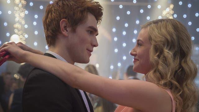 Betty está enamorada de Archie y hará todo para conquistarlo