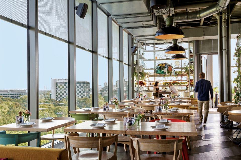 En un extremo del décimo piso, el bar; en el otro, el restaurante Neni.  Foto:Living /Daniel Karp