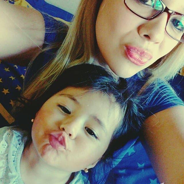 Daniela junto con su hija Victoria