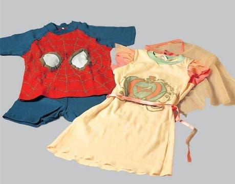 Pijama del Hombre Araña y camisón-disfraz (Vos te reís, $ 72 y $ 65).