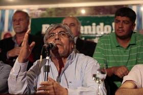 Moyano anunció ayer, por la noche, que suspendía el paro; lo hizo con un discurso cargado de acusaciones al periodismo