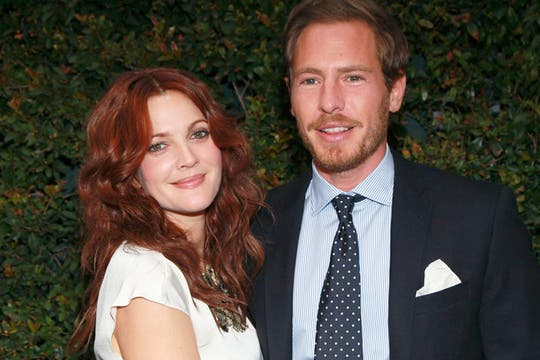 Drew Barrymore y will Kopelman, recientemente comprometidos. Foto: Huffington Post