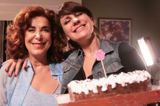 Nancy fue sorprendida por sus compañeros en plena grabación; la razón: el festejo de su cumpleaños. Foto: Prensa Telefé