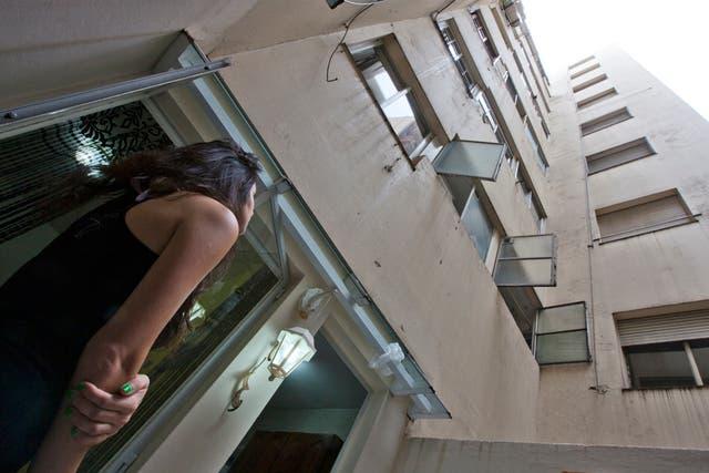 Dolores Moreno, una vecina de planta baja que padece el efecto de los aire acondicionados
