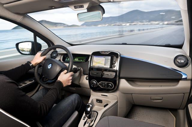 El interior es simple y con la consola al estilo de los smartphones