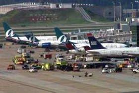 El aeropuerto de Atlanta fue evacuado hoy tras un incendio en un hangar
