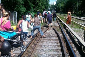 El momento de evacuación de los pasajeros del tren a Tigre