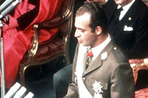 Juan Carlos I (aquí durante un discurso tras su proclamación en 1975) reinó 39 años
