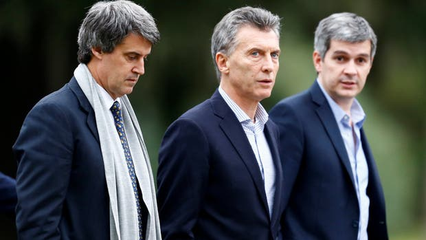 El presidente Mauricio Macri, Marcos Peña y Alfonso Part Gay, firmaron el decreto que modifica la ley de Blanqueo