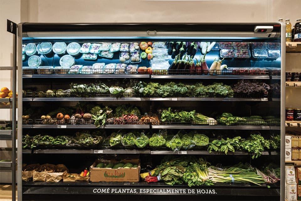 La apertura de Biomarket, el primer supermercado orgánico de la ciudad, no responde a un hecho aislado. Es la consecuencia de una demanda creciente que cuestiona la alimentación tradicional dependiente de la industria y busca soluciones al alcance de la mano.
