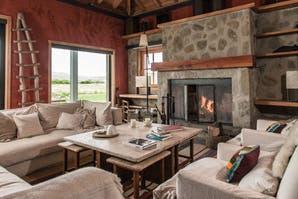 Estilo campo: dos casas que se funden en sus paisajes