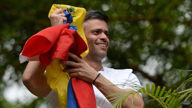 Leopoldo López, el pasado sábado, al regresar a su casa