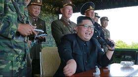 Kim Jong-un, durante un lanzamiento de un misil anteayer