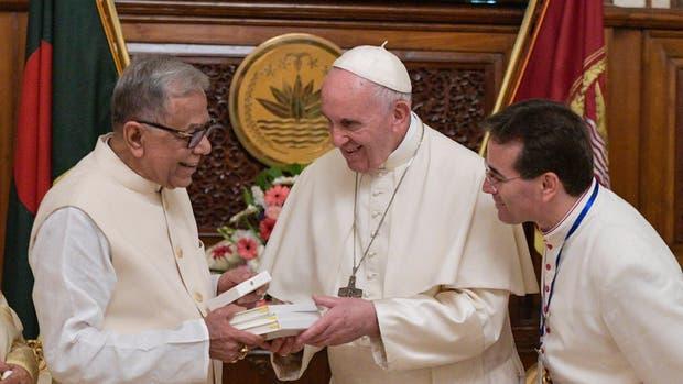 Papa Francisco pide medidas definitivas ante crisis rohinya