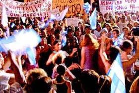 Una de las multitudinarias marchas que reclamaron la intervención de Santiago del Estero