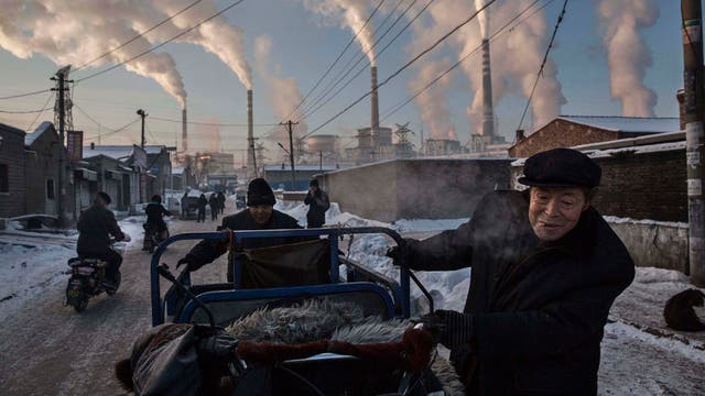 La adicción de China al carbón. El reportaje de Kevin Frayer para Getty se quedó con el primer premio en la categoría Vida cotidiana por el modo en que muestra la contaminación con dióxido de carbono