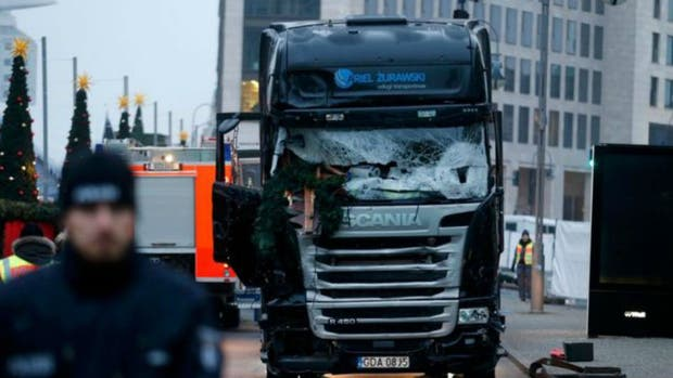 Un camión irrumpe en un mercado navideño de Berlín; hay varios muertos