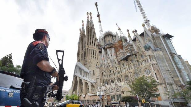 Barcelona extremó la seguridad en sitios emblemáticos de la ciudad, como en la Sagrada Familia