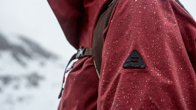 Northen lights 3 en 1, combina distintas capas impermeables, con un polar interno desmontable.